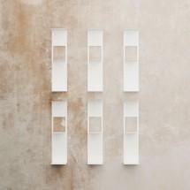 estante vertical blanco