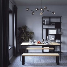Bancos de madera y mesas