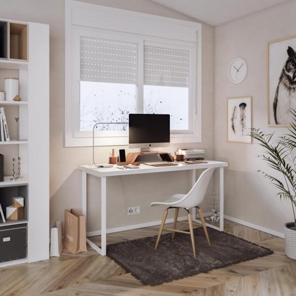Mesa con tablero blanco bajo ventana